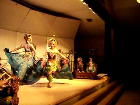 Balinese Peacock Dance - Tari Merak Angelo video