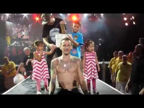 Chester Bennington of Linkin Park Does the ALS Ice Bucket Challenge
