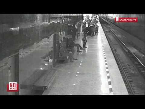 В метро ребенок упал на рельсы