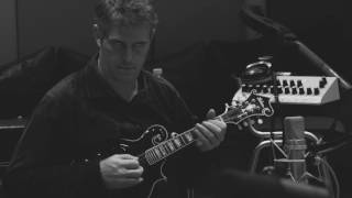 "Eric Clapton - 新譜「I Still Do」から""Stones In My Passway""のMVを公開 thm Music info Clip"