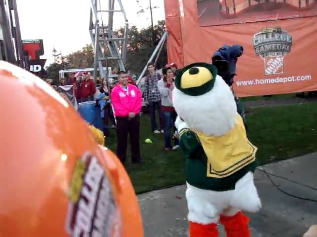 The Oregon Duck loves his shakeweight, during ESPN College Gameday 10-30-10