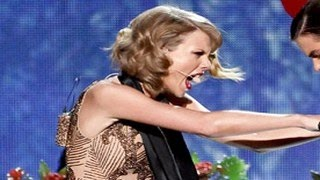 Taylor Swift Dissed Harry Styles at AMAs 2014 – Points Finger At Him