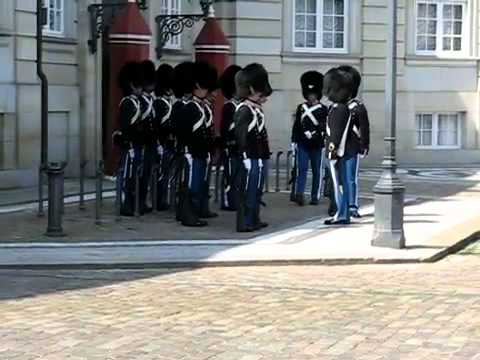 Garder ved Amalienborg taber sit gevær