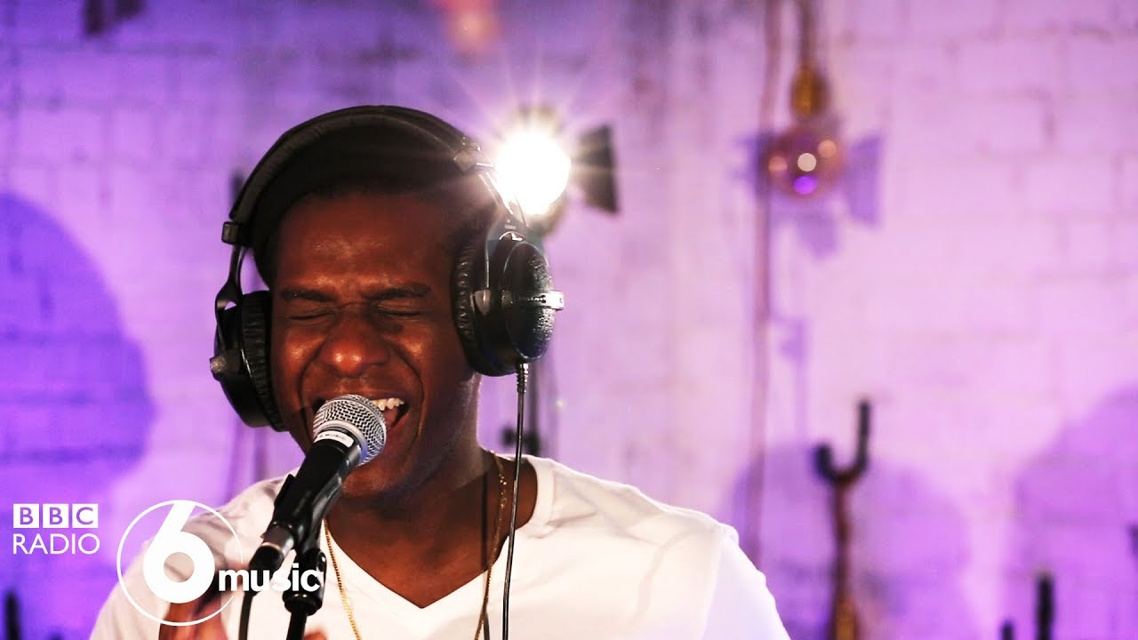 Leon Bridges - Bad Bad News (6 Music Live Room)