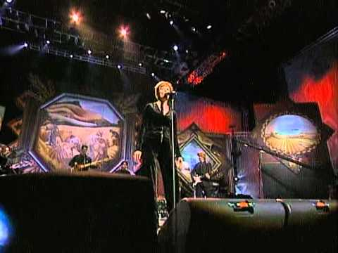 Martina McBride - Independence Day (Live at Farm Aid 1998)