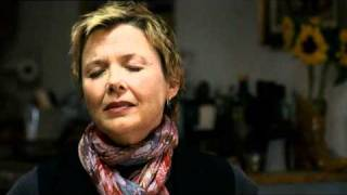 "Clip Annette Bening canta ""All I Want"" (I ragazzi stanno bene) - WWW.RBCASTING.COM"