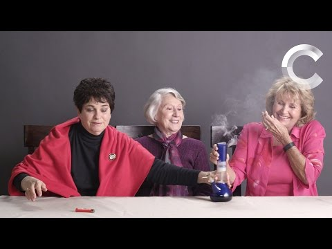Miniatura del vídeo Grandmas Smoking Weed for the First Time (Extended Cut)