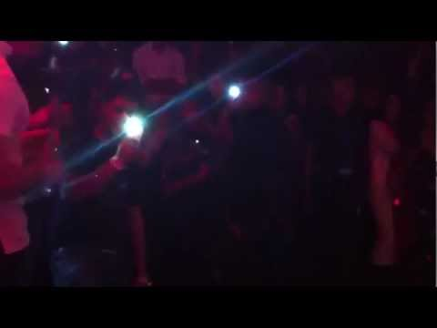 Imran Khan live at B-Day Bradford (singing Pata Chalgea) 2012...