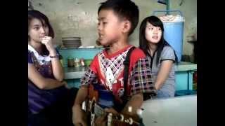 Download Lagu Pengamen cilik (Judika - Aku Yang Tersakiti ) Gratis STAFABAND