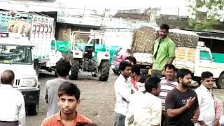 Khandwa News : ग्रामीणों ने गौवंश से भरे 8 वाहन को रोककर 20 लोगों को पकड़ा, लगवाई उठक-बैठक 2