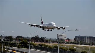Airbus 380 Landing at LAX  what a plane ! Emirates