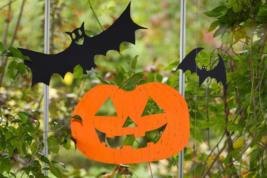 Como hacer calabazas halloween para ventana o arbol con - Calabazas de halloween manualidades ...