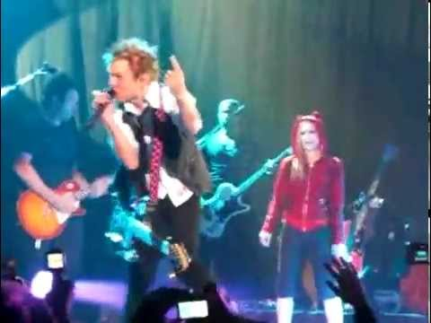 Avril Lavigne & Deryck Whibley Performing