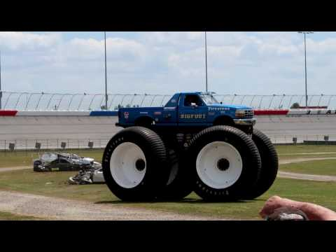 Big Foot Car Crush Atlanta Motorama 2017