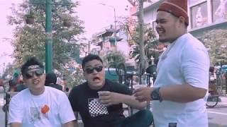 Download Song Mergo Enak X Pendhoza - Mantan Dadi Manten (Official Video Clip) Free StafaMp3