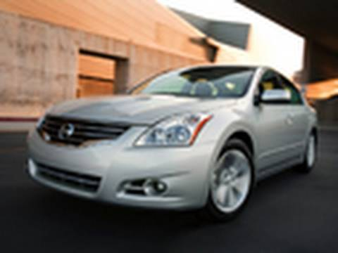 2010 Nissan Altima Model Review Video by Edmunds.com Video