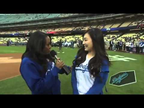 Tiffany SNSD Throws First Pitch for LA Dodgers 130506