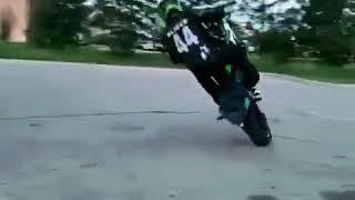 Fazendo manobras com a moto