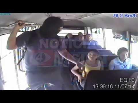El asalto a un microbús R-42 quedó grabado... Aquí las imágenes (14/07/2014)