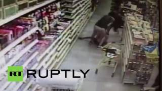 USA: Mum stops attempted abduction in Florida store