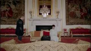 Download Sherlock and his sheet in Buckingham Palace 3Gp Mp4
