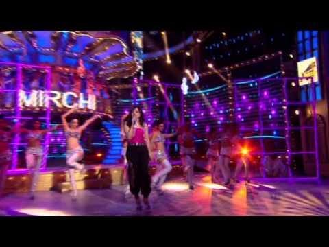 Aditi Singh Sharma Performs Sooraj Dooba Hain At The 7th Royal Stag Mirchi Music Awards