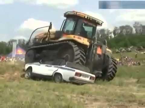 Трактор против машины ДПС.