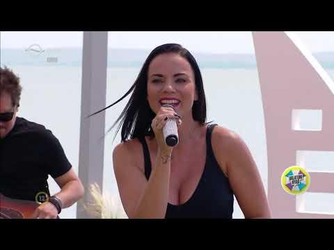 Péter Szabó Szilvia akusztik | Forogj, világ! (LIVE)