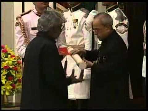 President confers Bharat Ratna & Padma awards