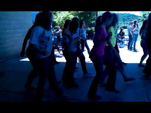 Eagle Point Middle Schools 8th Grade Girls Dancing