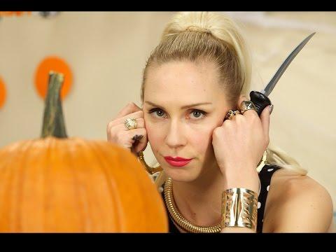 Iggy Azalea Carves A Pumpkin