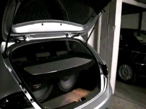 seat leon 1p ouverture de coffre avec cl seat youtube. Black Bedroom Furniture Sets. Home Design Ideas