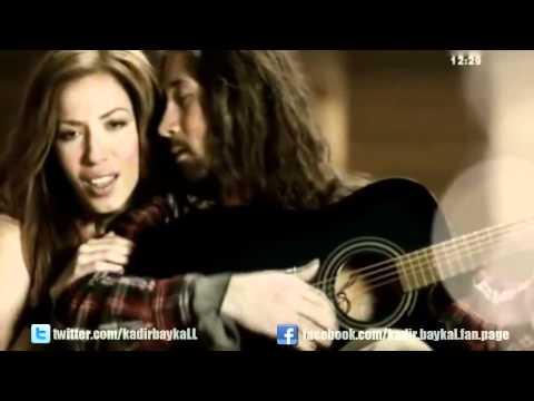 Burcu Güneş & Eflatun – Çıkmaz Sokaklar (Video Klip 2012)