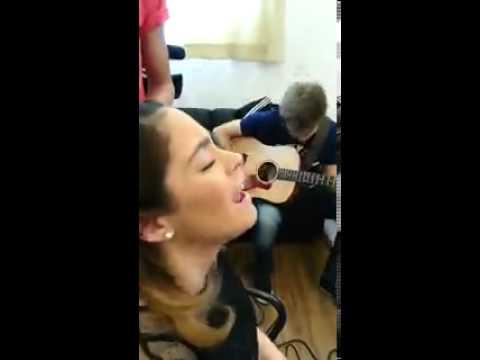Martina Stoessel cantando en vivo!