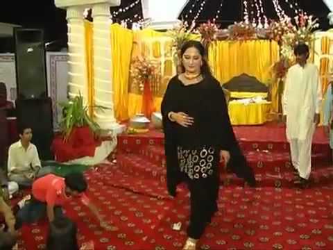 shishi bhari ghulab ki pathar pe