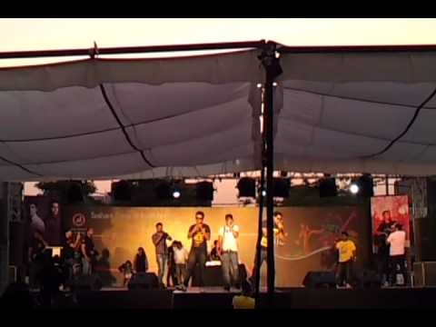 YO YO HONEY SINGH - YAAR BATHERE LIVE AT ANSAL COLLEGE