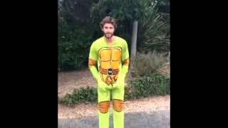 Liam Hemsworth ALS Ice Bucket Challenge