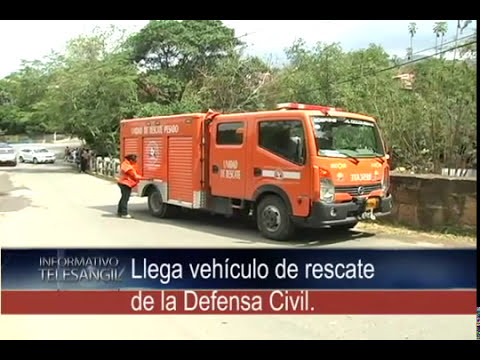Llega vehículo de rescate de la Defensa Civil.