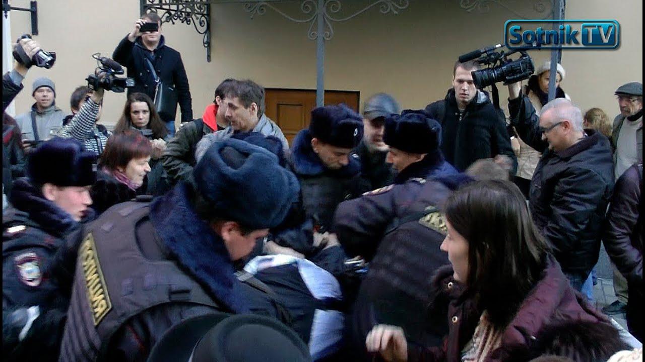 Poliția A ARESTAT VIOLENT cetățenii care protestau #Rusia
