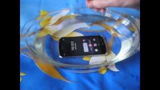 Fujitsu DoCoMo ARROWS X LTE F-10D waterproof test by japanese-phones.com.ua