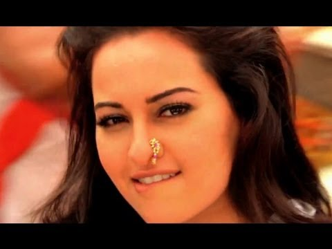 Sonakshi Sinha Looking Hot At Joker Promotion video