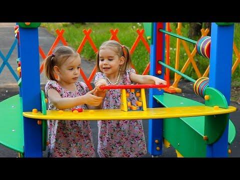Парк аттракционов Катаемся на велосипедах и машинках в парке Детская площадка Развлечения для детей