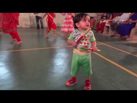 Video of 1 year old kid performing Dandia.