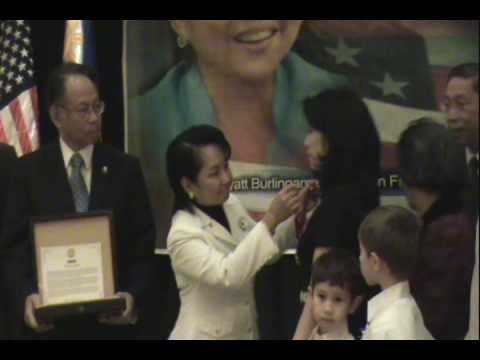 President Gloria Arroyo Stops to acknowledge Bay Area Filipino Americans