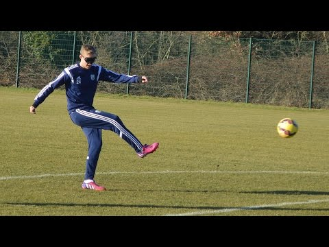 Darren Fletcher takes on the Blindfolded Crossbar Challenge in support of The Albion Foundation