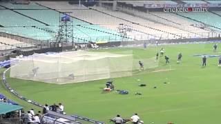 IPL 2013: Sachin Tendulkar bowls as Mumbai Indians practice at Eden Gardens