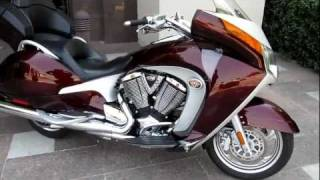 Victory Vision Premium 1,000 miles Like new, Performance Exhaust