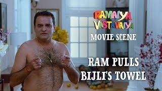 Ram Pulls Bijli's Towel - Ramaiya Vastavaiya Scene - Girish Kumar & Shruti Haasan