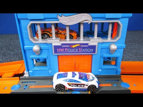 Hot Wheels Downtown Police Station Breakout NEW 2018 Hot Wheels Play Set!