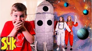 Rocket To The Moon! Noah's Sneaky Joke on His Sisters! SuperHeroKids